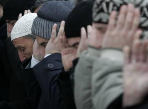 Мюсюлмани се молят в края на хадж