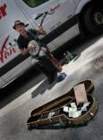 """Уличен музикант на """"Юниън скуеър"""" в събота, когато площадът се превръща във фермерски пазар и се продават всякакви екологични храни. Снимка: Иван Бакалов"""