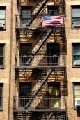 Типична сграда в Ню Йорк с обезопасителни пожарни стълби. Снимка: Иван Бакалов