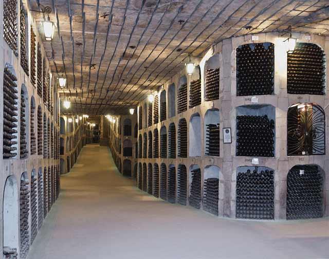 Подземна галерия в избата