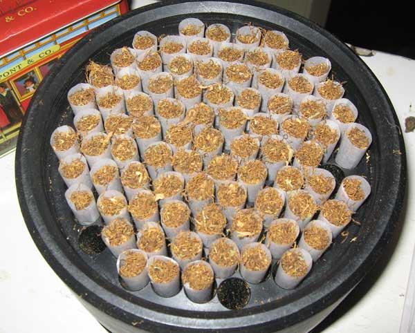 Машинно свити цигари с тютюн и марихуана. Снимки: авторката