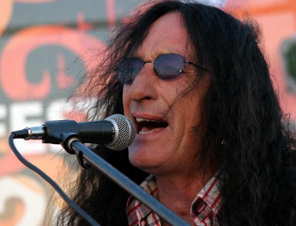 Кен Хенсли, автор на песента