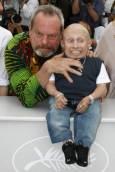 Режисьорът Тери Гилиъм заедно с актьора Върни Тройер на представяне на филма