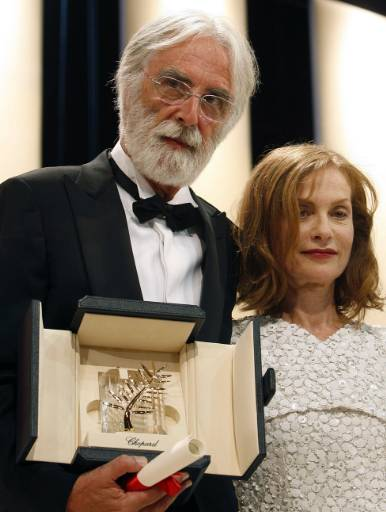 Австрийският режисьор Михаел Ханеке заедно с председателя на журито Изабел Юпер и