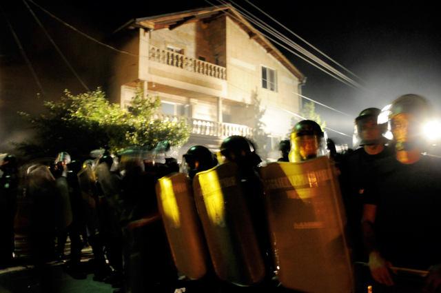 Моменти от бунта срещу цар Киро в Катуница. Снимки: Импакт прес груп