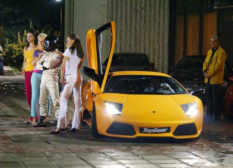 Lamborghini Murcielago LP 640, цена 280 000 евро. Посетители на нощните клубове в София твърдят, че го кара 30-годишен мъжага, известен с прозвището Весо Парцала. Снимки: e-vestnik
