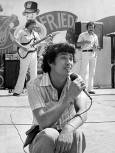 Бисер Киров пее на фестивала на младежта и студентите в Куба през 1978 г. Снимка: Кольо Панамски