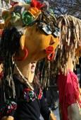 Македонските участници на фестивала са избрали огромни глави, вместо типичните кукерски костюми. Снимка: Нели Томова