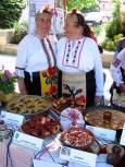 Две от бабите позират с ястията си в Свищов. Снимки: Пъстра трапеза