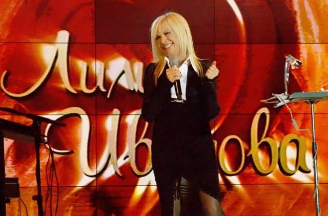 Лили Иванова изнесе почти 4-часов концерт в Зала 1 на НДК във вторник вечерта. Пред над 5000 зрители тя изпълни най-големите си хитове, както и нови песни. Месец преди концерта всички билети бяха разпродадени. Снимка: Булфото