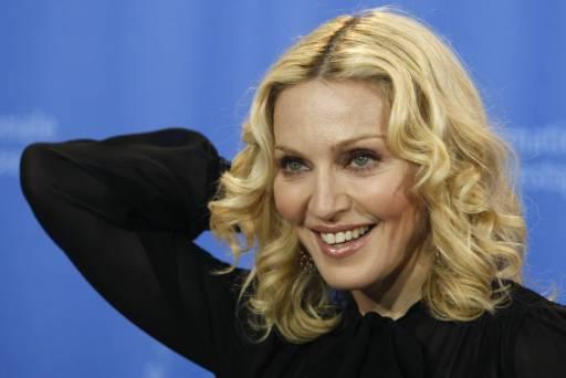 """Мадона преди пресконференцията за представянето на нейния филм """"Мръсотия и мъдрост"""". Снимка: Ройтерс"""