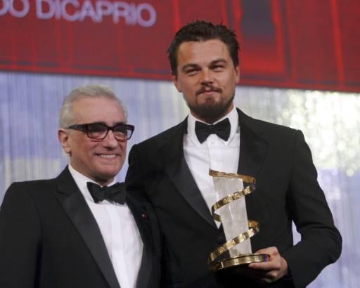 Режисьорът Мартин Скорсезе (вляво) позира с актьора Леонардо Дикаприо на откриването на кинофестивала в Маракеш. Дикаприо беше удостоен със специалната  награда на фестивала за постижения в киното. Снимка: Ройтерс