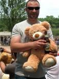 С биричката и плюшения мечок на пикник в зоопарка. Снимка: авторката