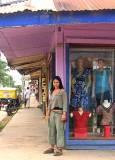 Мила на главната улица в Пуерто Малдонадо. Снимки: Личен архив