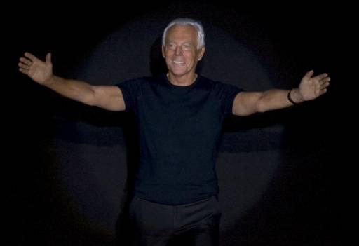 Джорджо Армани излиза на сцената след представянето на колекцията си есен-зима 2009/10 в Милано. Снимка: Ройтерс