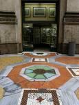Детайл от мозайката в закритата галерията Виторио Емануеле II - строена в края на XIX век, днес в нея се помещават офиси, кафенета и магазини за луксозни стоки. Снимки: Нели Томова