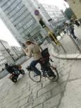 Гражданите на Милано масово се придвижват с велосипеди и скутери. Снимки: Нели Томова