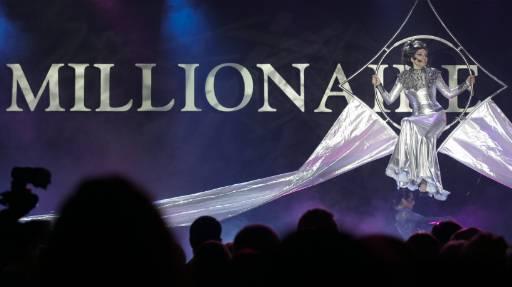 Оперна певица пее в нощта на откриването на Панаира на милионерите. Снимка: Ройтерс