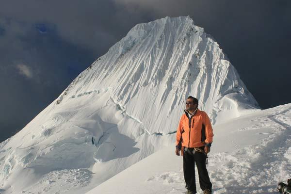 Миро на планината Алпамайо, най-красивата планина на света... Снимка:личен архив