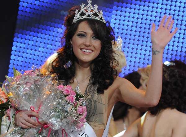 Ромина Андонова, току що коронясана като Мис България. Снимките са предоставени от Агенция Визаж