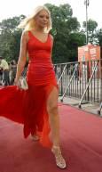 Петя Павлова се отличаваше с елегантната си червена рокля от колегите си, които за церемонията предпочетоха дънки и кецове. Снимка: Булфото