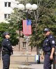 Бостън глоуб: София плющеше от американски знамена наопаки