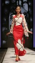 Модел представя колекцията на италианския дизайнер Алвиеро Мартини на седмицата на висшата мода в Рим. Снимка Ройтерс