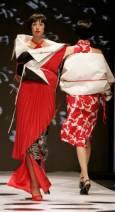 Модели представят колекцията на италианския дизайнер Алвиеро Мартини на седмицата на висшата мода в Рим. Снимка Ройтерс