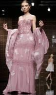 Модел от колекцията есен/зима на дизайнера Тони Уорд, на седмицата на висшата мода в Рим. Снимка: Ройтерс