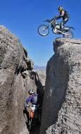 Ендуро-мотористите изпробват моторите си на всякакви места, дори най- трудно проходимите Снимка: Веселин Митев