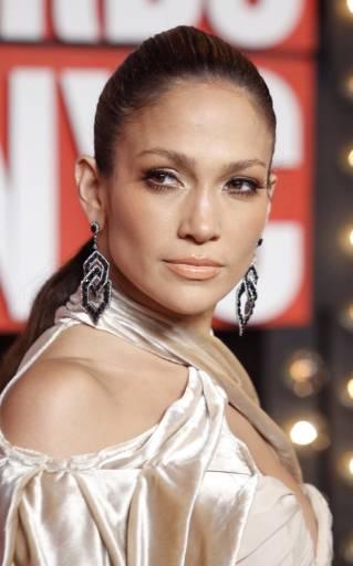 Дженифър Лопес пристига на връчването на наградите на MTV. Снимка: Ройтерс