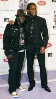 Футболистът от Челси Дидие Дрогба (вдясно) пристига със свой приятел. Снимка: Ройтерс
