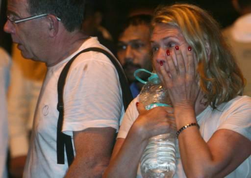 Евакуираните гости на хотела са притеснени. Снимка: Ройтерс