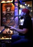 Музикант свири и пее кънтри в заведение в Нешвил. Снимка: Иван Бакалов