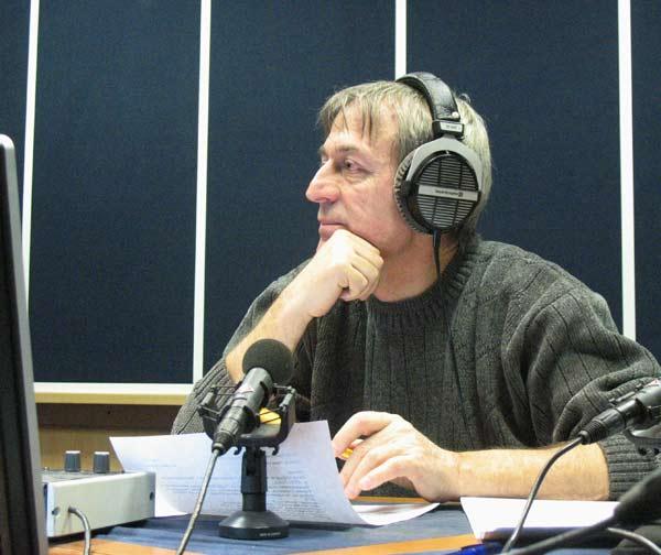 Румен Стоичков зад микрофона на водещ. Снимки: авторката