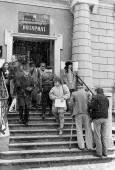 """Нотариатът през 1989 г. Репортажът е правен без конкретна цел, само за илюстрация от една снимка в списание """"София"""". Снимки: Иван Бакалов"""