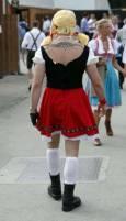 Мъж в женска баварска носия на Октоберфест. Снимка: Ройтерс