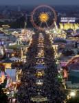 Общ изглед от празника на бирата Октоберфест в Мюнхен. Снимка: Ройтерс