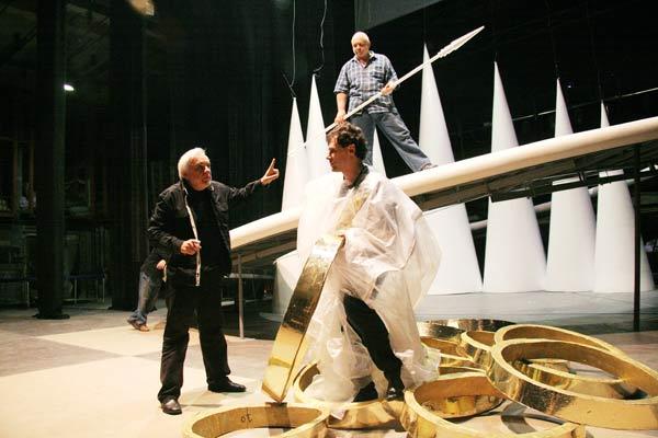Режисьорът Карталов по време на репетицията. Снимки: Иван Бакалов