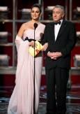 Пенелопе Крус и Робърт Де Ниро по време на церемонията. Снимка: ЕПА/БТА