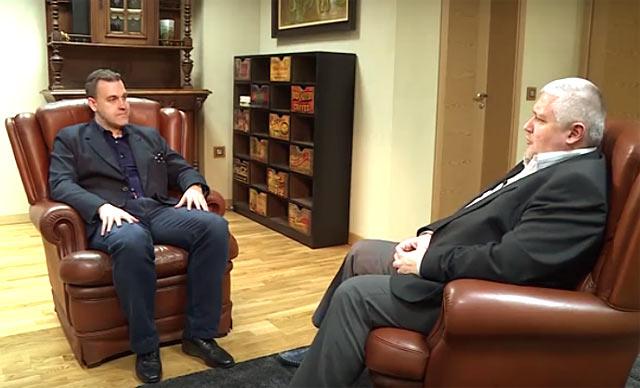 """Главният редактор на """"Пик"""" Ивайло Крачунов интервюира издателя си Недялко Недялков. Снимка: скрийншот от видео в YouTube"""