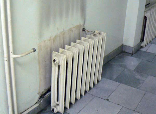17-а поликлиника. Радиаторите са откачени от години. Снимки: авторката