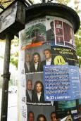 Колона на бул. 'Стамболийски', облепена с няколко пласта предизборни плакати. Снимка: Нели Томова