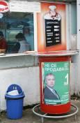 Плакат на новоизлюпената партия 'Зелена България', залепен пред закусвалня в квартал 'Иван Вазов'. Снимка: Нели Томова