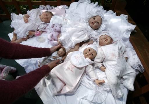 Кукли Reborn Babies (Преродени бебета) в дома на Дебра Кинг в Единбург, Шотландия.