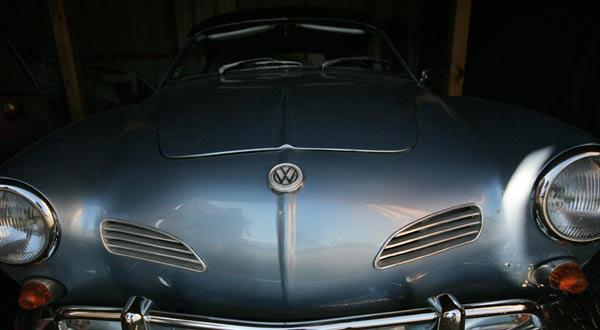 """Фолксваген Кarmаnn ghia от 1965 г. Първият модел се прави 1959-та година. """"Фолксваген"""" правят колата в отговор на """"Порше"""". Снимки: Валентина Петрова"""