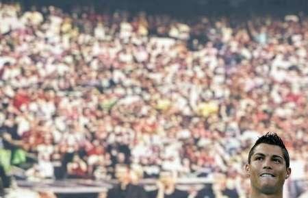 Кристиано Роналдо пред 85 000 фенове на представянето си на стадион