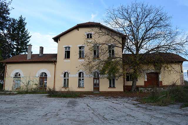 Изоставената гара в с. Боровци. Снимка: Веселина Димитрова