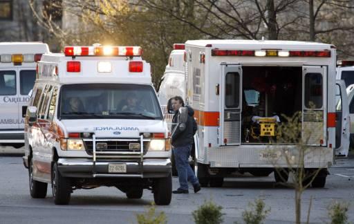 Линейка потегля от двора на университета, докато друга пристига на мястото. Снимка: Ройтерс