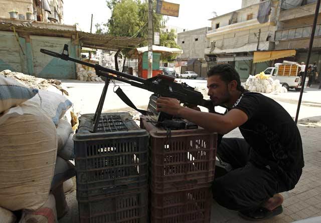Бунтовник на позиция срещу армията в покрайнините на Дамаск. Снимка: Христо Петров